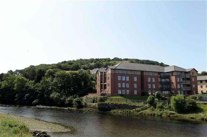2 Bedrooms Flat for sale in Plas Yr Afon, Trefechan, Aberystwyth