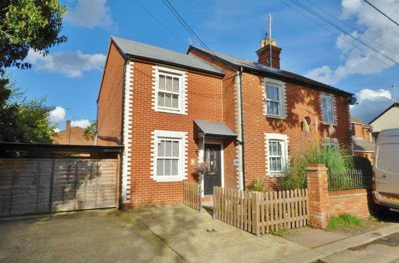 3 Bedrooms Semi Detached House for sale in Brinns Lane, Blackwater
