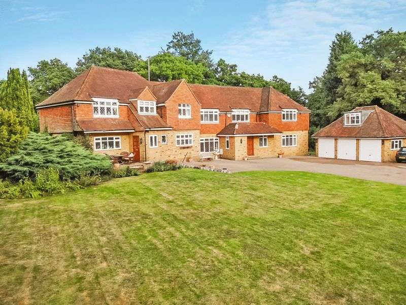 5 Bedrooms Detached House for sale in Mellows, Pachesham Park, Oxshott. KT22 0DJ