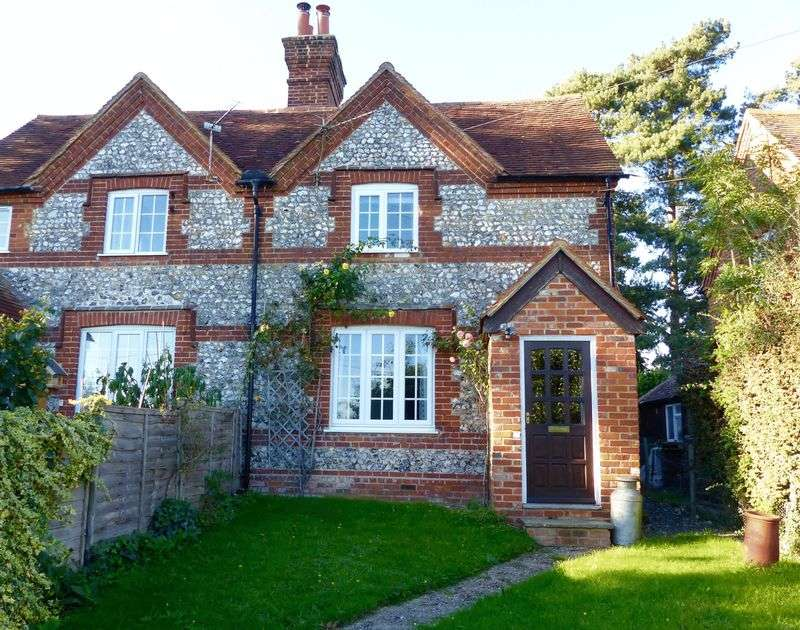 2 Bedrooms Semi Detached House for sale in Seymour Court Lane, Marlow