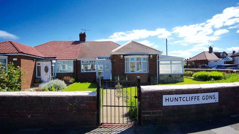 2 Bedrooms Semi Detached Bungalow for sale in HUNTCLIFFE GARDENS North Heaton