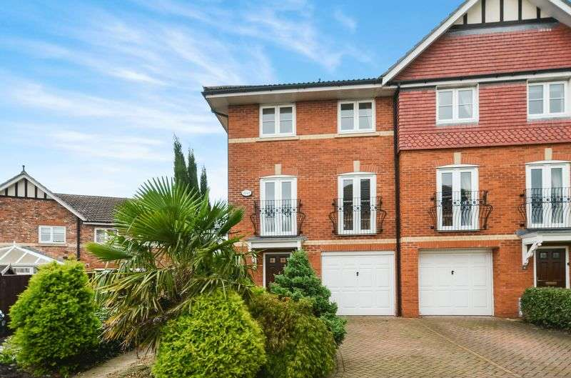 4 Bedrooms House for sale in Abbeydale Close, Cheadle Hulme, SK8