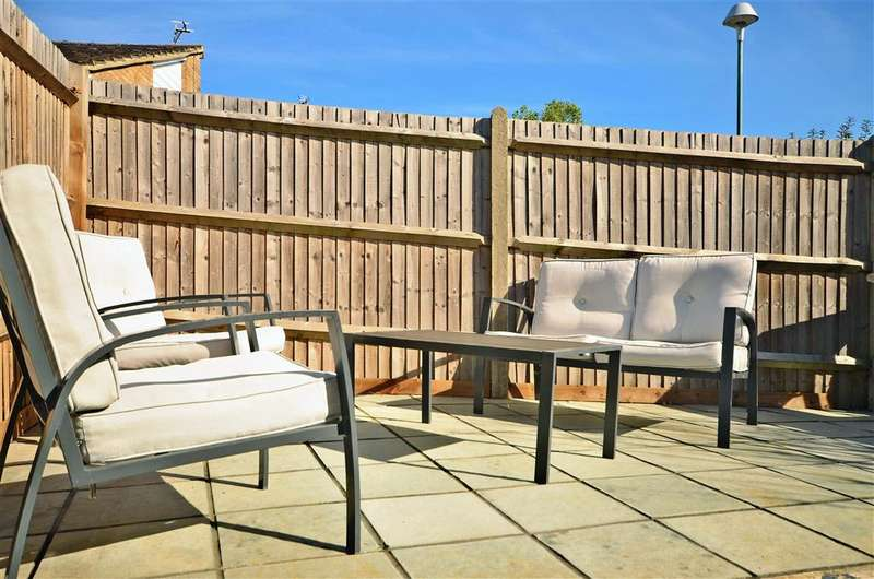 2 Bedrooms End Of Terrace House for sale in Portsdown Close, Maidstone, Kent