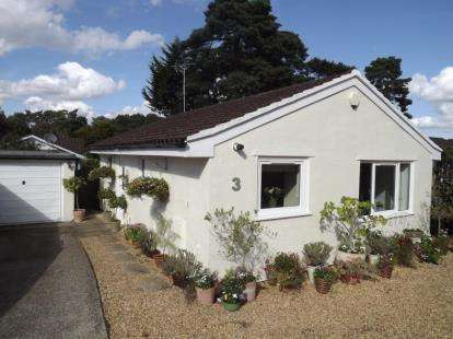2 Bedrooms Bungalow for sale in St. Ives, Ringwood