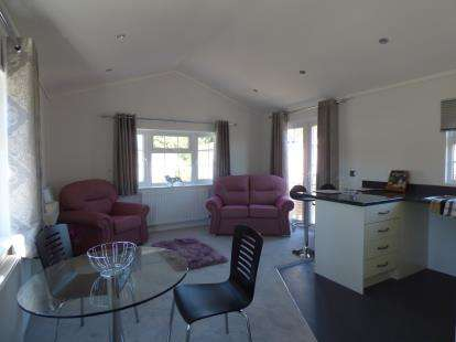 1 Bedroom Mobile Home for sale in London Road, Dorchester