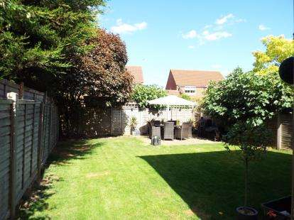 3 Bedrooms Detached House for sale in Cassandra Gate, Cheshunt, Waltham Cross, Hertfordshire