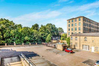 1 Bedroom Flat for sale in Firth Street, Huddersfield, West Yorkshire