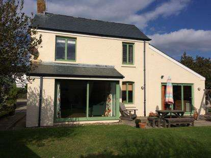 4 Bedrooms House for sale in Porthcothan, Nr Padstow, Cornwall