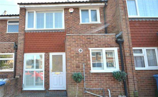 3 Bedrooms Terraced House for sale in Foxley Close, Blackwater, Surrey