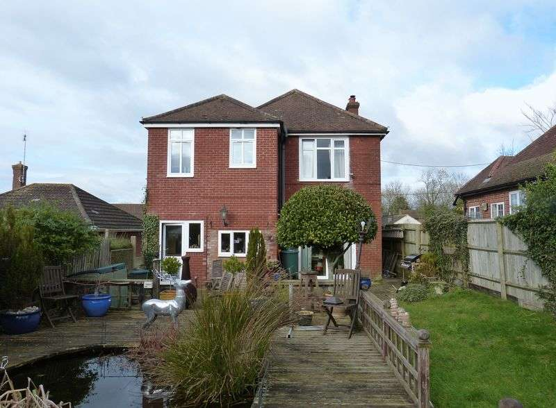 4 Bedrooms Detached House for sale in London Road, Amesbury