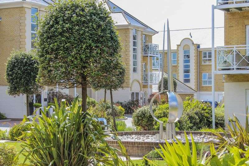 2 Bedrooms Flat for sale in Rustington 200 yds from the sea