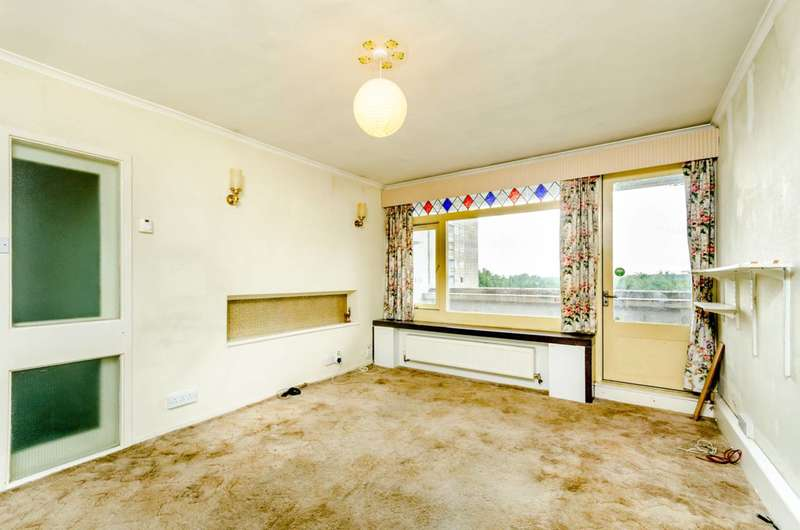 2 Bedrooms Flat for sale in Tunworth Crescent, Roehampton, SW15