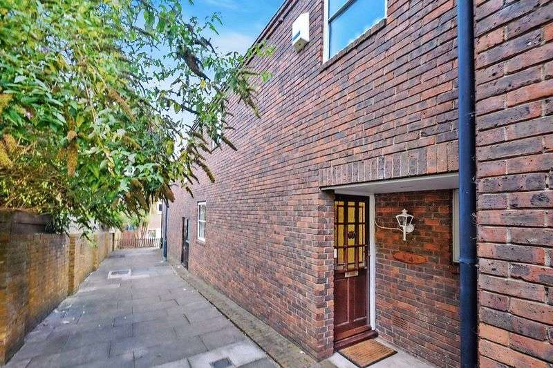 3 Bedrooms Terraced House for sale in Kidd Place, SE7 8HF