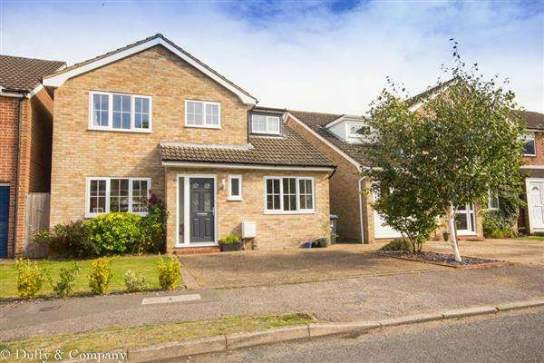 4 Bedrooms Detached House for sale in Charlesworth Park, Haywards Heath