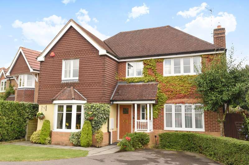 4 Bedrooms Detached House for sale in Chanctonbury, Ashington, RH20
