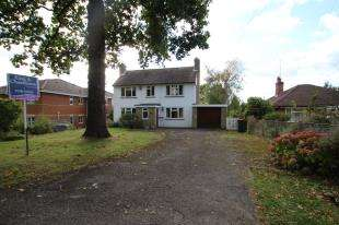 3 Bedrooms Detached House for sale in Tinsley Lane, Crawley, West Sussex, England
