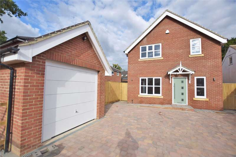 4 Bedrooms Detached House for sale in Clayhill Road, Burghfield Common, Reading, Berkshire, RG7