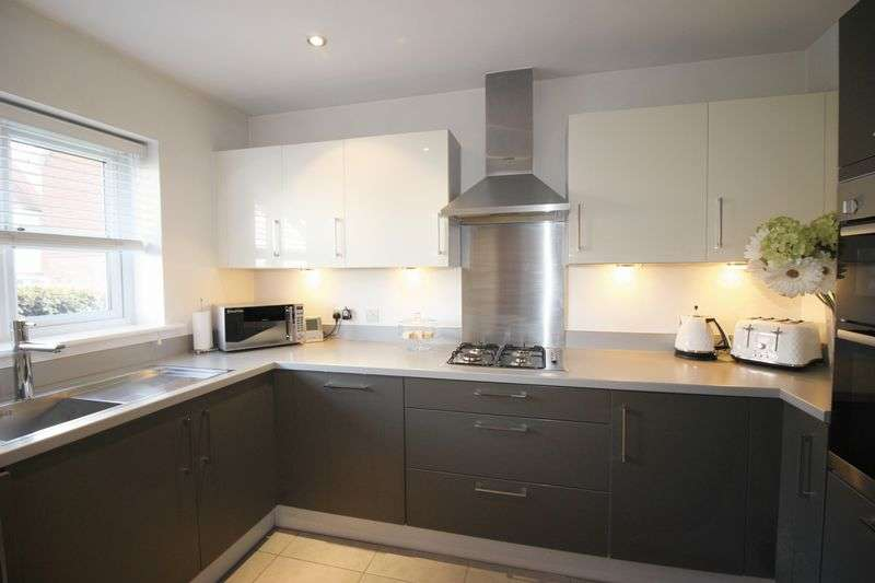3 Bedrooms Terraced House for sale in Linnitt Road, Holborough Lakes