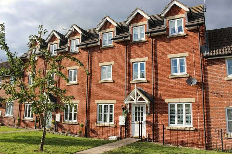 3 Bedrooms Terraced House for sale in Savoy Court