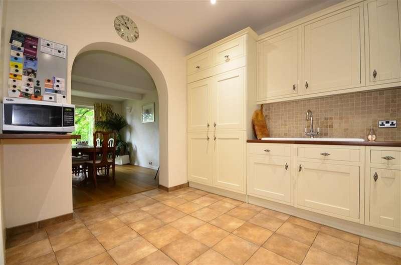 4 Bedrooms Detached House for sale in Bedhampton Hill, Havant, Hampshire