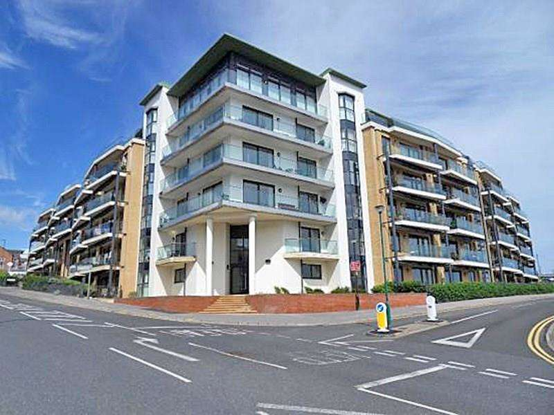 4 Bedrooms Flat for sale in Marina Close, Boscombe Pier, Bournemouth