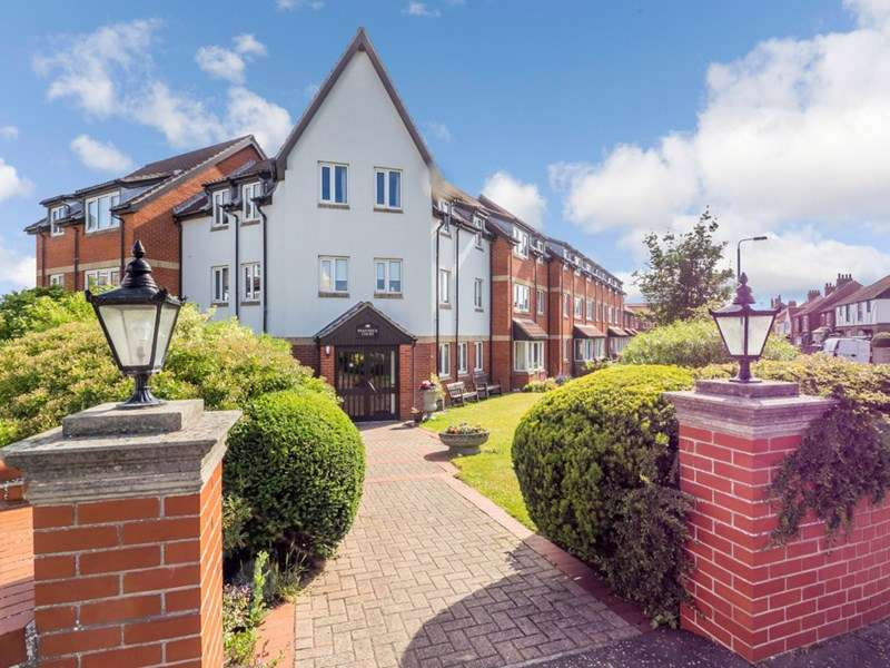 2 Bedrooms Retirement Property for sale in Shannock Court, Sheringham, NR26 8DW