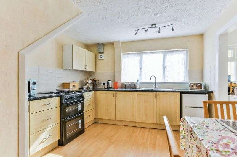3 Bedrooms Semi Detached House for sale in Ismay Road, Cheltenham