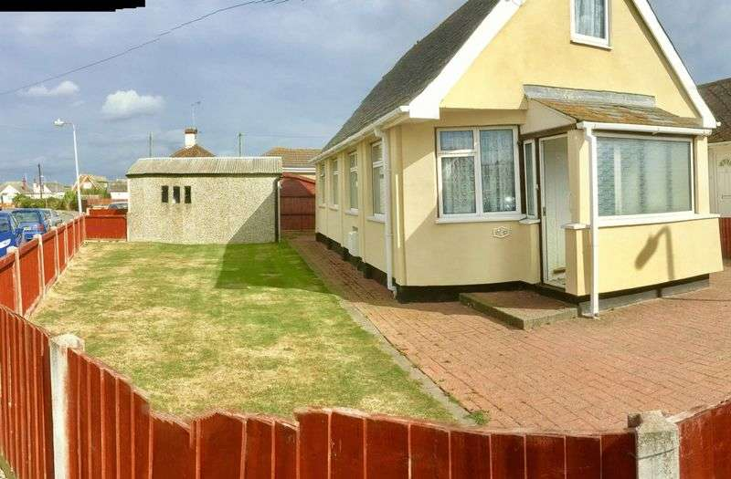 2 Bedrooms Detached Bungalow for sale in Willow Way, Clacton-On-Sea
