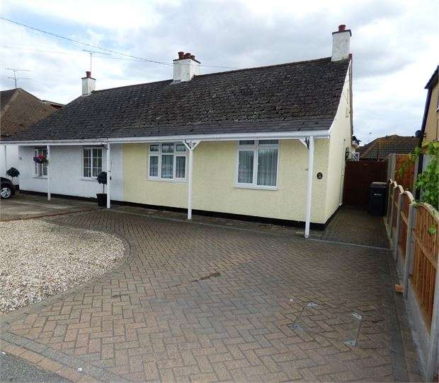 2 Bedrooms Semi Detached Bungalow for sale in Rawreth Lane, Rayleigh, SS6 9PZ