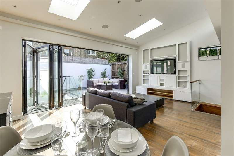 3 Bedrooms Detached House for sale in Muswell Avenue, Muswell Hill, London