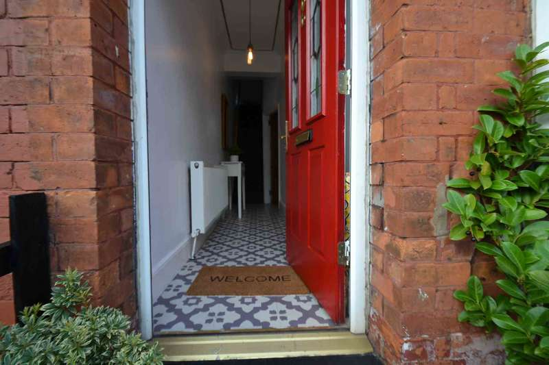 2 Bedrooms Terraced House for sale in Liverpool Road, Peel Green, Eccles