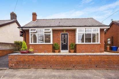 2 Bedrooms Bungalow for sale in Rivington Avenue, Adlington, Chorley, Lancashire