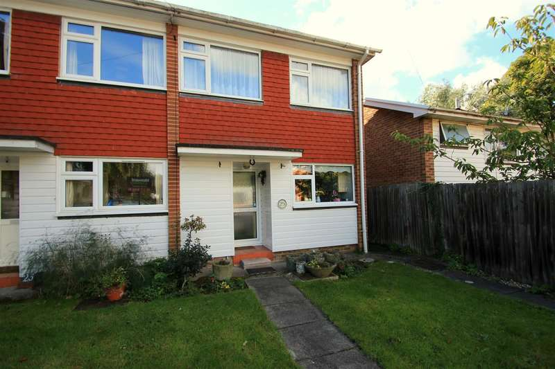 3 Bedrooms Property for sale in Saxon Way, Reigate