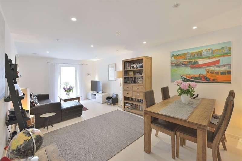 3 Bedrooms Flat for sale in Loxford Gardens, London, N5