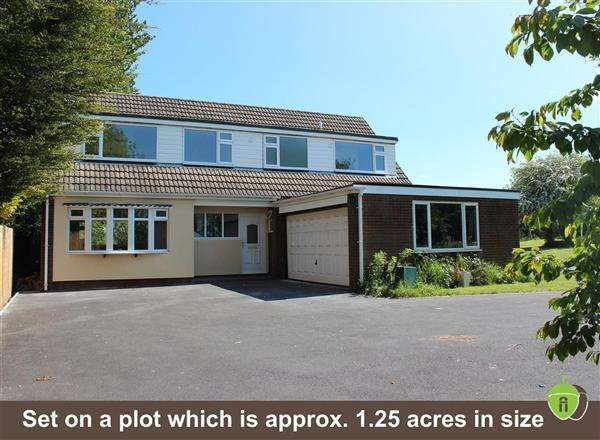 4 Bedrooms Detached House for sale in Upper Landywood Lane, Cheslyn Hay
