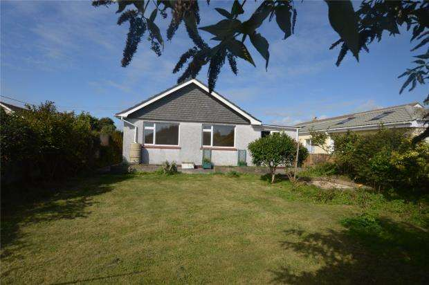 3 Bedrooms Detached Bungalow for sale in Trenethick Close, Helston, Cornwall