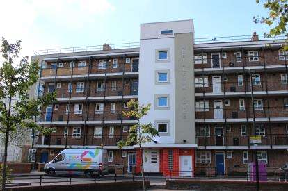 2 Bedrooms Flat for sale in Powis Road, London