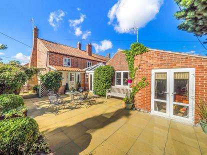 4 Bedrooms End Of Terrace House for sale in Gunns Corner, Smallburgh, Norwich