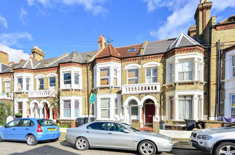 2 Bedrooms Flat for sale in Craster Road, Brixton Hill, SW2