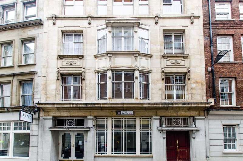 2 Bedrooms Flat for sale in Little Britain, St Pauls, EC1A