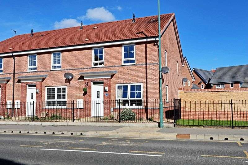 2 Bedrooms Terraced House for sale in Runnymede Lane, Kingswood