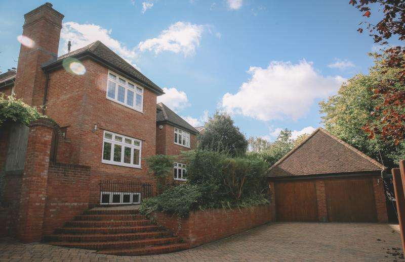 6 Bedrooms Detached House for sale in Nags Head Lane, Great Missenden, HP16