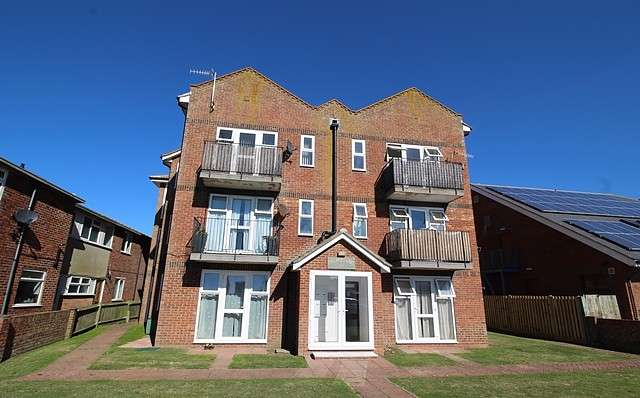 2 Bedrooms Apartment Flat for sale in Palm Court, South Coast Road, BN10