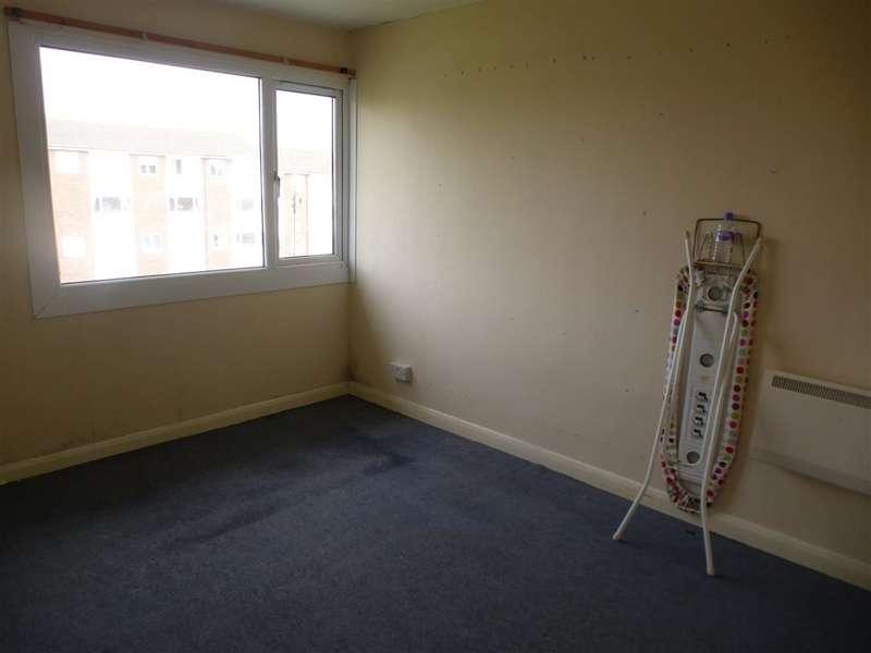 3 Bedrooms Maisonette Flat for sale in Lumsden Road, Southsea, Hampshire