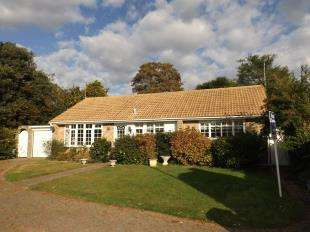 2 Bedrooms Bungalow for sale in Burford Close, Worthing, West Sussex