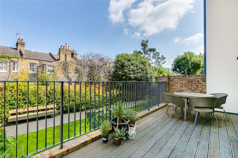 2 Bedrooms Ground Flat for sale in Westmoreland Apartments, 160 Gideon Road, SW11