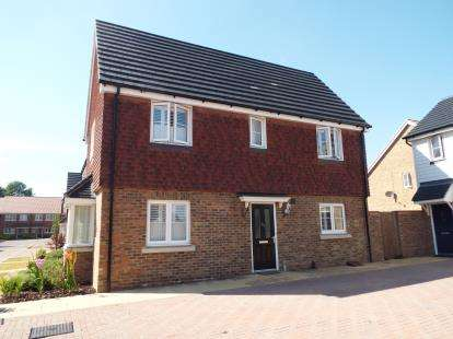 3 Bedrooms End Of Terrace House for sale in Aldermere Avenue, Cheshunt, Waltham Cross, Hertfordshire