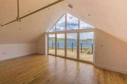 3 Bedrooms Flat for sale in Carnsew Road, Hayle, Cornwall