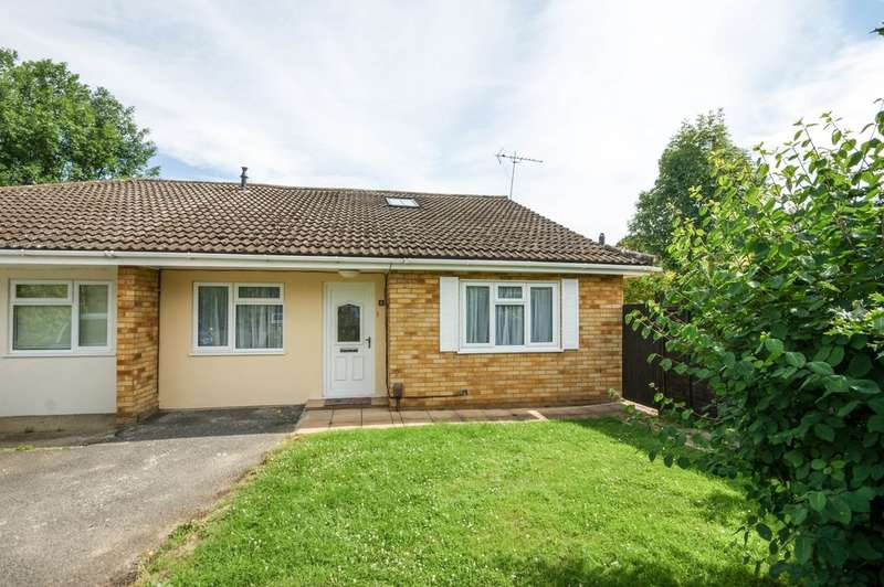 4 Bedrooms Semi Detached Bungalow for sale in Yeomans Acre, Ruislip