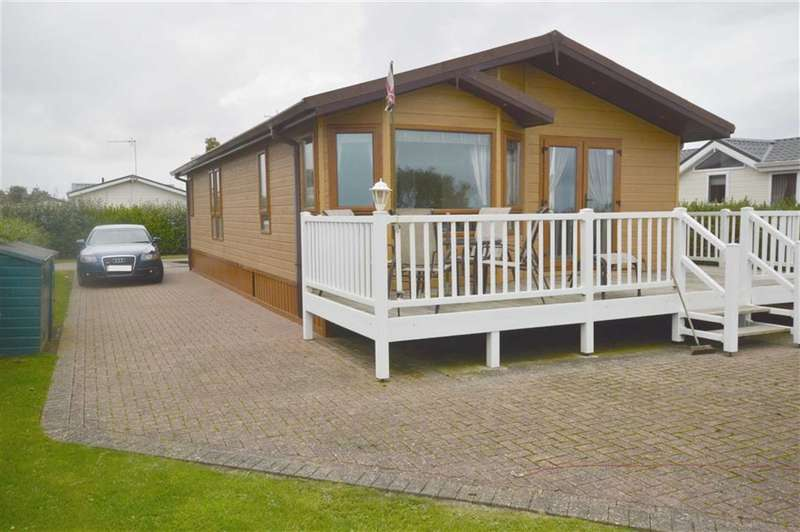 2 Bedrooms Property for sale in The Headlands, Far Grange, Skipsea, East Yorkshire